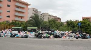 Problema spazzatura a Reggio Calabria: il giorno di Pasqua 25/04/2011
