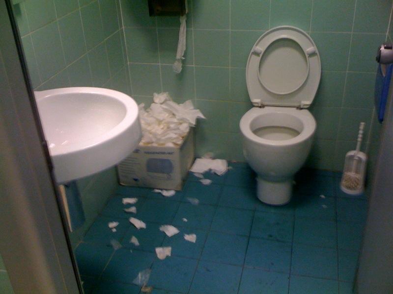 Il bagno dell'INPS, via Liszt Roma